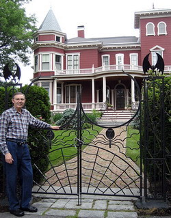 Ferrell Jenkins in front of Stephen King's home, Bangor, Maine. Photo by Bruce Hudson.